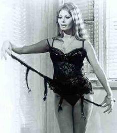 Сексуальная Софи Лорен в эротическом нижнем белье фото #17