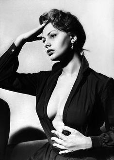 Сексуальная Софи Лорен с открытым декольте на старых фото фото #1