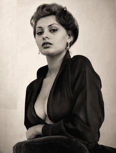 Сексуальная Софи Лорен с открытым декольте на старых фото фото #2