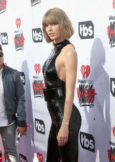 Возбуждающий наряд Тейлор Свифт на iHeartRadio Music Awards фото #1