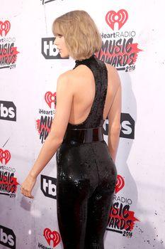 Возбуждающий наряд Тейлор Свифт на iHeartRadio Music Awards фото #6