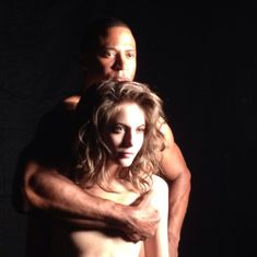 Красотка Уилла Холланд топлесс на съёмках сериала «Стрела» фото #1