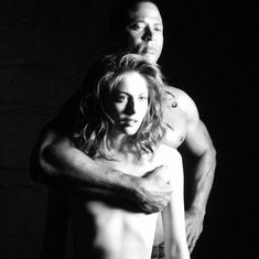 Красотка Уилла Холланд топлесс на съёмках сериала «Стрела» фото #2