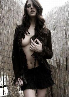 Эшли Грин без лифчика на горячих фото фото #1