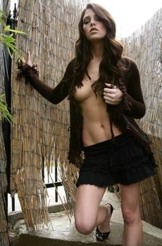 Эшли Грин без лифчика на горячих фото фото #2