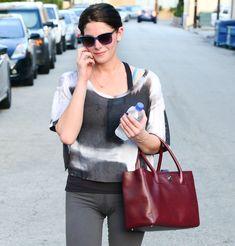 Фигуристая Эшли Грин с влажной зоной бикини в Лос-Анджелесе фото #1