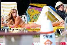 Горячая Эшли Грин в сексуальном купальнике на съёмках фильма «Лето на Статен-Айленд» фото #1