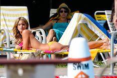 Горячая Эшли Грин в сексуальном купальнике на съёмках фильма «Лето на Статен-Айленд» фото #5