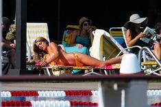 Горячая Эшли Грин в сексуальном купальнике на съёмках фильма «Лето на Статен-Айленд» фото #11