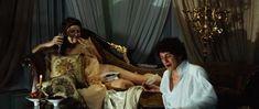 Сексуальная Эмилия Спивак показала голую грудь в фильме «18-14» фото #1