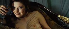 Сексуальная Эмилия Спивак показала голую грудь в фильме «18-14» фото #5