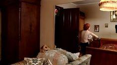 Голая попа Жанны Эппле в сериале «Бальзаковский возраст или Все мужики сво...» фото #25