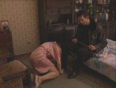 Юлия Михайлова оголила грудь в сериале «Бандитский Петербург 2: Адвокат» фото #4