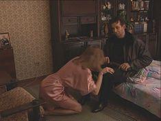 Юлия Михайлова оголила грудь в сериале «Бандитский Петербург 2: Адвокат» фото #7