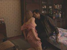 Юлия Михайлова оголила грудь в сериале «Бандитский Петербург 2: Адвокат» фото #8