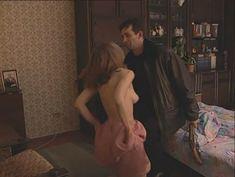 Юлия Михайлова оголила грудь в сериале «Бандитский Петербург 2: Адвокат» фото #9
