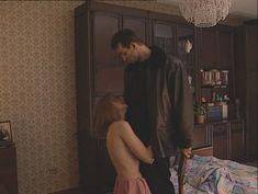 Юлия Михайлова оголила грудь в сериале «Бандитский Петербург 2: Адвокат» фото #15