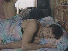 Юлия Михайлова оголила грудь в сериале «Бандитский Петербург 2: Адвокат» фото #18