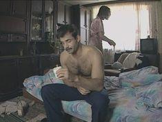 Юлия Михайлова оголила грудь в сериале «Бандитский Петербург 2: Адвокат» фото #20