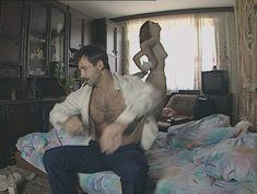 Юлия Михайлова оголила грудь в сериале «Бандитский Петербург 2: Адвокат» фото #28