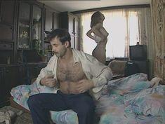 Юлия Михайлова оголила грудь в сериале «Бандитский Петербург 2: Адвокат» фото #29