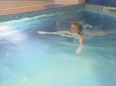 Полностью голая Анна Лутцева в сериале «Бандитский Петербург 8: Терминал» фото #1