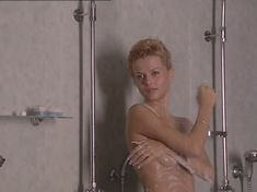 Полностью голая Анна Лутцева в сериале «Бандитский Петербург 8: Терминал» фото #10