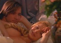 Сочная голая грудь Анны Табаниной в сериале «Бедная Настя» фото #3