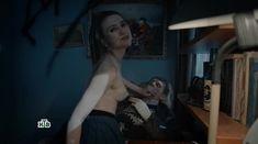 Голая грудь Яны Енжаевой в сериале «Бесстыдники (Россия)» фото #15