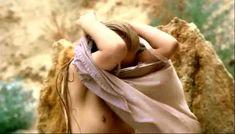 Сочная голая грудь Светланы Ходченковой в фильме «Благословите женщину» фото #21