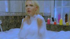 Горячая Маша Малиновская засветила голую грудь в фильме «Боксеры предпочитают блондинок» фото #1