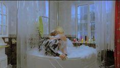 Горячая Маша Малиновская засветила голую грудь в фильме «Боксеры предпочитают блондинок» фото #3