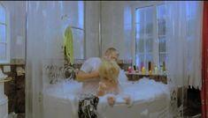 Горячая Маша Малиновская засветила голую грудь в фильме «Боксеры предпочитают блондинок» фото #6