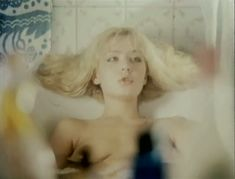 Полностью голая Александра Колкунова в фильме «Болотная street, или Средство против секса» фото #2