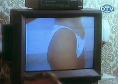 Страстная Ольга Дроздова оголила грудь в фильме «Веселенькая поездка» фото #7