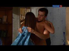 Юлия Михалкова засветила голую попу в фильме «Влюблен и безоружен» фото #2