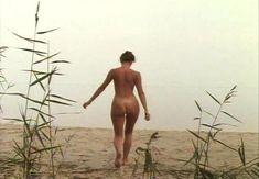 Страстная Анна Терехова оголила грудь и попу в фильме «Все то, о чем мы так долго мечтали» фото #3