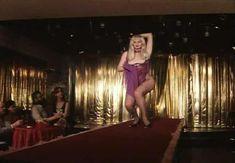 Страстная Анна Терехова оголила грудь и попу в фильме «Все то, о чем мы так долго мечтали» фото #22