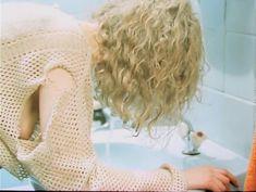 Наталья Белохвостикова засветила грудь в фильме «Выбор» фото #1