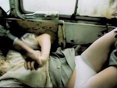 Наталья Белохвостикова засветила грудь в фильме «Выбор» фото #3