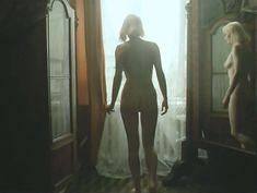 Полностью голая Лариса Белогурова в фильме «Гений» фото #3