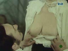 Наталья Егорова показала голую грудь в сериале «Грех» фото #2