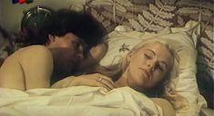 Засвет груди Елены Кондулайнен в фильме «Две версии одного столкновения» фото #1