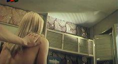 Засвет груди Елены Кондулайнен в фильме «Две версии одного столкновения» фото #2