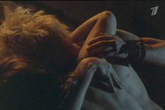 Ольга Кабо снялась голой в фильме «Две стрелы. Детектив каменного века» фото #13