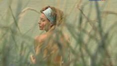 Любовь Толкалина оголила попу в сериале «Девичник» фото #1