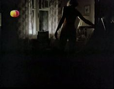 Ирина Розанова немного засветила грудь в фильме «Единожды солгав» фото #1