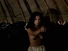 Александра Колкунова показала голые сиськи в сериале «Ермак» фото #5