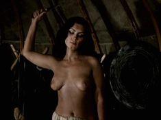 Александра Колкунова показала голые сиськи в сериале «Ермак» фото #10