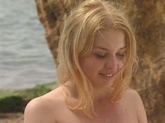 Ольга Вечкилева оголилась в сериале «Желанная» фото #55